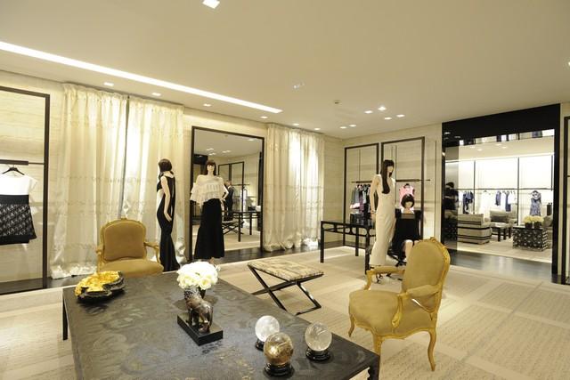 Chanel d voile sa boutique avenue montaigne paris for Boutique de decoration paris