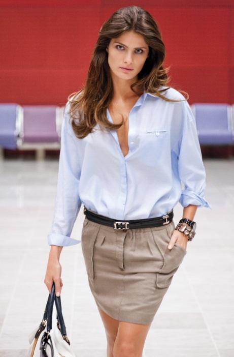 http://www.trenditude.fr/IMG/jpg/Mini-jupe-Mango-beige-ceinturee-avec-une-chemise-bleue-ete-2011.jpg