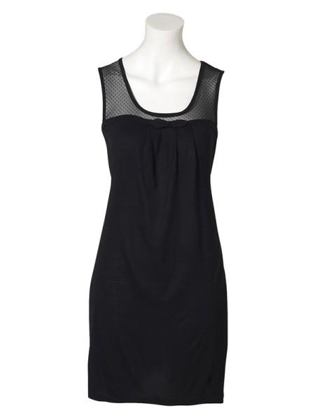 la petite robe noire tient toujours le haut du pav. Black Bedroom Furniture Sets. Home Design Ideas
