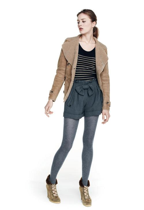 Top-noir-et-blanc-raye-short-gris-bleu-a_noeud-Sandro-collection-femme-hiver-2010-2011.jpg