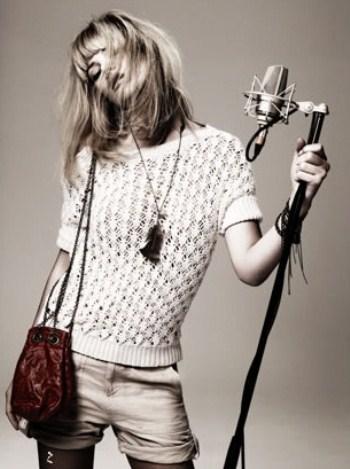 http://www.trenditude.fr/IMG/jpg/Un-cliche-rock-n-roll-avec-la-chanteuse-Nadeah-pour-la-campagne-publicitaire-de-IKKS-Belives-In-You.jpg