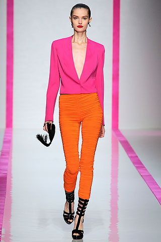 http://www.trenditude.fr/IMG/jpg/blazer-rose-et-leggings-orange-collection-emanuel-ungaro-printemps-ete-2010.jpg