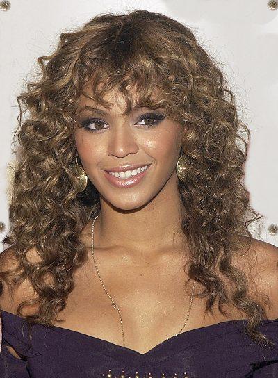 Frange sur cheveux frisés pour Beyoncé