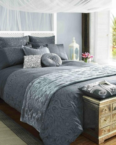 liz hurley pr sente sa collection de linge de maison. Black Bedroom Furniture Sets. Home Design Ideas