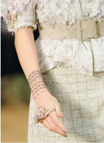 Le tattoo tendances de mode - Tatouage bracelet poignet femme ...