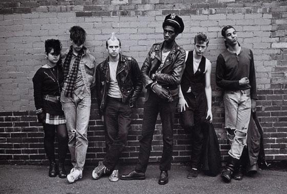 Grunge musique Une-bande-de-jeunes-revendiquant-leur-appartenance-au-mouvemen-grunge-punk