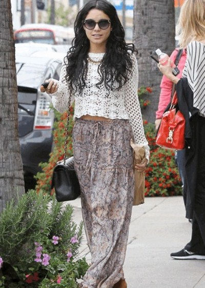 le look de vanessa hudgens pour une balade en amoureux. Black Bedroom Furniture Sets. Home Design Ideas