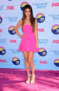 Selena Gomez, toute en rose aux Teen Choice Awards 2012