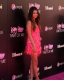 Selena Gomez en rose au lancement de Part Of Me de Katy Perry