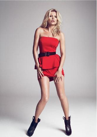 Kate Moss, ultra sexy dans une petite robe rouge Mango hiver 2012/13